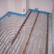 La fotografía de instalacion suelo radiante por agua después de y hasta
